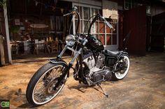 """Old School Bike. Umbau einer Harley Sportster """" The Bat """"von Green Island Bikes..... http://www.green-island-bikes.de/"""
