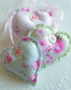 Shabby Chic Decorative Floral Hanging Hearts por PeriDotbyDuni, $18.00