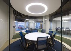 MVN Arquitectos has developed a new office space design for global insurance firm Aegon located in Madrid, Spain. From AEGON values borns a new conception Office Space Design, Workplace Design, Office Spaces, Visual Merchandising, Conference Table Design, Meeting Table, Meeting Rooms, Design Furniture, Diy Table