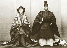 Japanese Imperial family's antique photograph.    Nashimotonomiya Morimasa (1874-1951) & Nshimoto Itsuko (1882-1976).   Weddings 1900.Meiji-era.