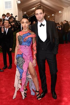 FKA Twigs & Robert Pattinson -  The Hottest Couples at the 2015 Met Gala  - HarpersBAZAAR.com