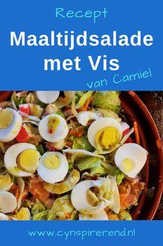 """Recepten zijn niet alleen handige bereidingswijzen, maar vaak zit er ook een mooi verhaal of leuke herinnering achter. Op mijn website lees je regelmatig een 'recept met een verhaal'. Zo leer je niet alleen een lekker recept kennen, maar ook de mens en het verhaal achter het recept. Vandaag deelt Camiel Rooyakkers zijn favoriete recept voor Maaltijdsalade met vis: """"Deze salade heeft er aan meegeholpen dat de eerste date met mijn vrouw een succes werd!"""""""