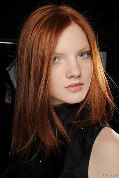 El cabello virgen consigue aclararse de dos a cuatro tonos; el cabello con un tinte previo necesita de un decapado para que se puea llegar ...