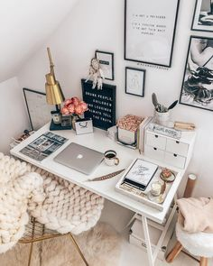 - Home Office with a feminine touch!- – Home-Office mit femininer Note! Und so – Home Office with a feminine touch! Study Room Decor, Cute Room Decor, Bedroom Decor, Bedroom Ideas, Home Office Design, Home Office Decor, Girl Apartment Decor, Office Designs, Aesthetic Room Decor