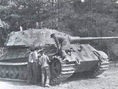 Cammo application Tiger II s.Pz.Abt.503 Mailly le Camp.
