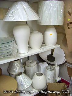 lampade decorate shabby country chic fai da te Vuoi decorare fai da te una lampada per il tuo salotto, soggiorno o camera? Abbiamo tan...