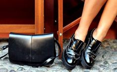 bayan inci siyah ayakkabı Chanel Ballet Flats, Shoes Women, Fashion, Wide Fit Women's Shoes, Moda, Woman Shoes, Fashion Styles, Chanel Ballerina Flats, Fashion Illustrations
