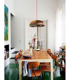 Une salle à manger avec un sol vert pinterest deco inspiration intérieur