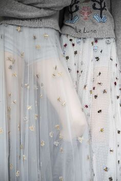 Tulle with embroidery. Possibly silk tulle / Maria Grazia Chiuri pour Dior vu par Mehdi Mendas Insects Fashion Details, Look Fashion, Runway Fashion, High Fashion, Fashion Show, Fashion Trends, 1950s Fashion, Club Fashion, Couture Details