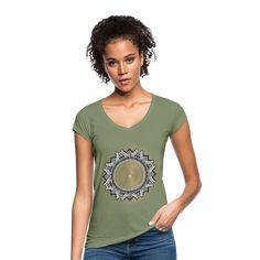 Geschenke Shop   Drittes Auge Mandala Yoga Meditation - Frauen Vintage T-Shirt Mandala Yoga, Vintage T-shirts, Yoga Meditation, Namaste, V Neck, T Shirts For Women, Tops, Fashion, Great Gifts