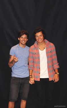 I don't ship Larry, there is a difference between a bromance and actual love! Like really then my brother, dad and all of my guy friends are gay also, everyone needs to grow up Larry Stylinson, Louis Y Harry, Harry 1d, Louis Tomlinson, Larry Shippers, One Direction Pictures, Direction Quotes, Edward Styles, Best Couple