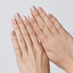 Prized by women to hide a mania or to add a touch of femininity, false nails can be dangerous if you use them incorrectly. Types of false nails Three types are mainly used. Nail Polish Kits, Best Nail Polish, Nail Polishes, Ombre Nail Polish, Pink Ombre Nails, Gel Polish, Minimalist Nails, Violet Pastel, Short Nails