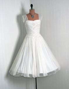 70+ Elegant Vintage Chiffon Tea Length Wedding Dresses Trends and Ideas 2017 https://femaline.com/2017/03/30/70-elegant-vintage-chiffon-tea-length-wedding-dresses-trends-and-ideas-2017/
