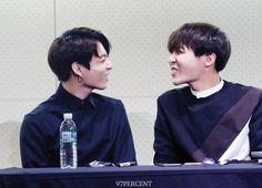 [Fansitesnap] BTS Fansigning (Jongno)151221   Jungkook and Jhope