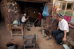 Herrero en Kashgar. China. © Inaki Caperochipi Photography