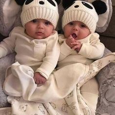 Baby Pictures Twins Parents 65 Ideas For 2019 Cute Baby Twins, Cute Funny Babies, Twin Baby Girls, Cute Little Baby, Baby Kind, Twin Babies, Baby Girl Newborn, Little Babies, Baby Love