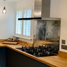 kitchen Bespoke Toughened Glass Antique Mirror Splahbacks for Kitchens What's Up With These Flashy V Mirror Backsplash Kitchen, Antique Mirror Splashback, Stove Backsplash, Glass Kitchen, Wooden Kitchen, New Kitchen, Kitchen Ideas, Kitchen Designs, Vintage Kitchen