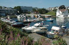 Kopervik er en koselig by nokså midt på Karmøy. Her er rådhuset i kommunen plassert og du kan også tar hurtigbåten til Stavanger fra Kopervik. På bildet et av flere havneparti fra byen.