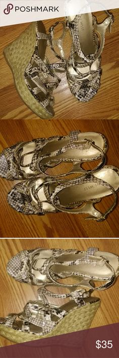 Nine West Wedges Snake print Excellent condition 5 inch heel Very Stylish Nine West Shoes Wedges