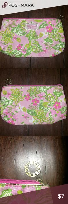 """Lilly Pulitzer Estee Lauder makeup bag You looking at a listing  for a 10"""" long zip up Lilly Pulitzer for Estee Lauder make up bag. Very clean and bright colors. Will be the perfect addition to any makeup collection. Lilly Pulitzer Bags Mini Bags"""