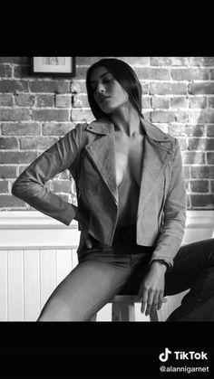 Studio Photography Poses, Studio Poses, Fashion Photography Poses, Fashion Poses, Photography Tips, Best Photo Poses, Poses For Photos, Sitting Poses, Boudoir Poses