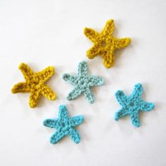 A step-by-step photo tutorial for crocheting small stars. A simple project that is great for beginners!