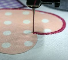Cool sewing hacks you absolutely need to know! These sewing tips and living hacks can make your life easier. Some of them are so amazingly easy you simply won't think you haven't thought of yourself! Techniques Textiles, Techniques Couture, Sewing Techniques, Sewing To Sell, Sewing For Kids, Free Sewing, Sewing Hacks, Sewing Tutorials, Sewing Tips