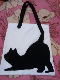 Bolsa  de gato echa de genero Sewing Crafts, Sewing Projects, Diy Tote Bag, Cat Bag, Patchwork Bags, Fabric Bags, Printed Bags, Kids Bags, Cloth Bags