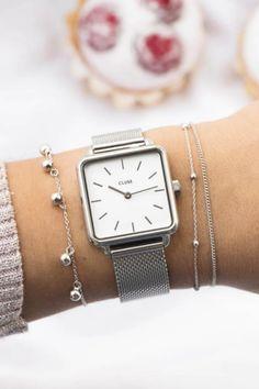 De CLUSE La Tétragone is een uniek vierkant horloge met 28,5 mm kast.   #cluse #clusewatch #clusehorloge #dameshorloge #horlogedames #juwelierbosmans #aalst #fashion #uurwerk #horloge #vierkant #vierkanthorloge #afgerond #dames #accessoires #juwelen #elegant #minimalistisch #stijlvol #eenvoud #minimalisme #eigentijds #stoer #statement #vrouwelijk #blikvanger #look #uitstraling #horlogeband #afneembaar #verwisselbaar #kwaliteit Square Watch, Gold Watch, Mesh, Rose Gold, Watches, Pretty, Silver, Watch, Wristwatches