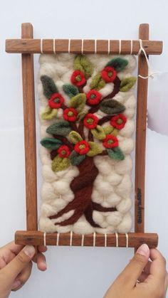 Telares Weaving Textiles, Weaving Patterns, Tapestry Weaving, Loom Weaving, Hand Weaving, Handmade Crafts, Diy And Crafts, Arts And Crafts, Yarn Crafts