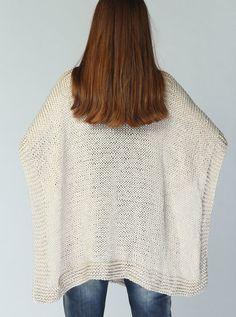 Poncho tejido a mano / capelet en trigo eco algodón por MaxMelody