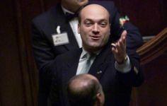 La Mafia  e`anche in tua citta       *       Die Mafia ist auch in deiner Stadt  : `Ndrangheta bunkert Geld in Luxemburg
