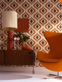 Wallpaper is making a comeback in a very big way, with new modern designs and copies of the retro era; it is so easy to find one that will match your home from Papeles de los 70.