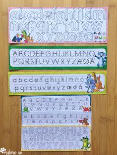 Her får du 22 ulike ark med alfabet- og bokstavstriper, samt 29 bokstavplakater, for å støtte elevene i arbeidet med bokstaver. Disse kan brukes som øveark for skriving, eller lamineres og brukes flere ganger på en stasjon. Laminer dem og bruk dem utallige ganger! Disse kan også brukes sammen med f.eks modelleire for å forme tallene. Fingeren kan spore bokstaven mens man leser lyden.