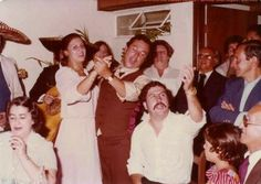 Pablo and his wife Pablo Emilio Escobar, Don Pablo Escobar, Mafia, Colombian Drug Lord, Manolo Escobar, Real Gangster, Extraordinary People, My Dad, Videos