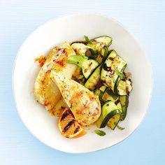 Des courgettes, des fines herbes, de l'huile et du vinaigre… Voilà un accompagnement facile à préparer!