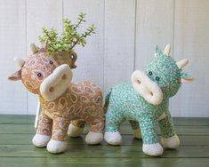 Awesome 100 Sewing tutorials projects are offered on our internet site. Check it out and you will not be sorry you did. Sewing Stuffed Animals, Stuffed Animal Patterns, Sewing Projects For Beginners, Diy Projects, Sewing Tutorials, Sewing Hacks, Cow Pattern, Sewing Basics, Basic Sewing