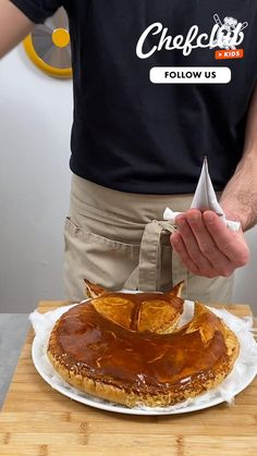 La galette des rois renard ! Une recette facile à faire avec les enfants. Et pour encore plus d'idées de recettes, abonnez-vous ou rendez-vous sur Chefclub.tv ! Best Dessert Recipes, Pie Recipes, Fun Desserts, Cooking Recipes, Tiny Cooking, Sweet Cooking, Tasty Videos, Food Videos, Crafting Recipes