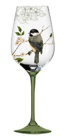 Chickadee on wine glass Decorated Wine Glasses, Hand Painted Wine Glasses, Wine Glass Crafts, Bottle Crafts, Bottle Painting, Bottle Art, Wine Bottle Glasses, Glass Bottles, Wine Bottles
