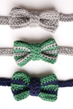 How To Crochet a Bow Tie Delia Randall, from Delia Creates shares a fab little tutorial for making these adorable crochet bow ties via the Mollie Makes website. Easy enough for beginners, with step-by-step pics and instructions. Crochet Motifs, Crochet Stitches, Free Crochet, Knit Crochet, Crochet Patterns, Crochet Hair, Crochet Crafts, Crochet Projects, Diy Crafts