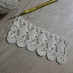 Linen table cloth with lace hand crocheted border, fillet crochet lace trim, heirloom home décor, wide lace fine crochet edging and linen fabric. Crochet Border Patterns, Crochet Diagram, Doily Patterns, Crochet Motif, Crochet Designs, Crochet Doilies, Hand Crochet, Crochet Stitches, Crochet Leaves