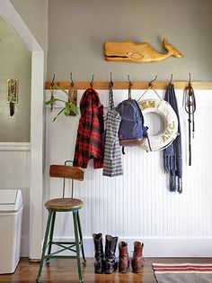 an Antiques-Filled California Cottage Mudroom - beadboard and wood with hooks, oak trim on top to tie it together with the oak trim!Mudroom - beadboard and wood with hooks, oak trim on top to tie it together with the oak trim! Style At Home, Cottage Hallway, Small Mudroom Ideas, Style Cottage, Cottage Style Mudroom, Cozy Cottage, Unique Cottages, White Beadboard, Oak Trim
