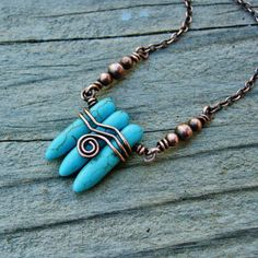This would be nice done in crystal points. Antiqued Copper Wire Wrapped Magnesite Stone Dagger Necklace via Etsy Copper Wire Jewelry, Wire Jewelry Designs, Jewelry Crafts, Jewelry Ideas, Wire Pendant, Pendant Jewelry, Beaded Jewelry, Wire Necklace, Wire Wrapped Necklace
