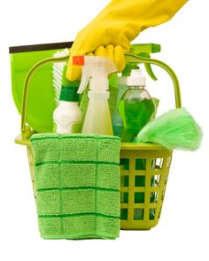 How to Make a Non-Toxic Cleaning Kit. This sums up all the natural cleaners in one place I think Cleaning Checklist, House Cleaning Tips, Green Cleaning, Cleaning Kit, Spring Cleaning, Cleaning Supplies, Cleaning Services, Bathroom Cleaning, Office Cleaning