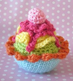 crochet cupcake pattern by loopyloudesigns on Etsy www.etsy.com