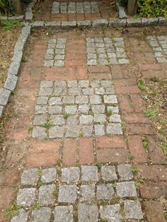 grant sets and brick path 20th century garden hampton court aug 2015 - Brick Garden 2015
