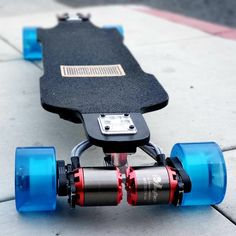 Lots of grip and comfort. On a West Coast Standard ig: : ElectricSkateboarding 5 Minute Crafts Videos, Craft Videos, Diy Electric Skateboard, Longboard Design, E Scooter, Cool Electronics, Balance Board, Go Kart, Electric Cars