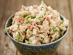 Tuna salads are like egg salads; people either love them or hate them. This tuna salad recipe is the best tuna salad I've ever had and it's prepare with low-fat mayonnaise to keep things light! Dairy Free Tuna Salad, Low Carb Tuna Salad Recipe, Best Tuna Salad, Sea Food Salad Recipes, Tuna Recipes, Mediterranean Tuna Salad, Grilled Tuna, High Protein Recipes, Healthy Eating Tips