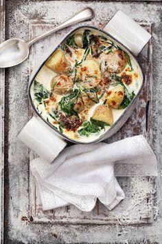 Potatis gratinerad med fantastisk parmesan är toppen att ställa fram på buffén! Variera med att byta ut parmesan mot till exempel västerbottenost eller prästost.