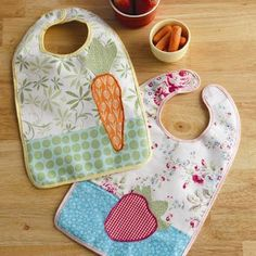 This file contains pattern templates only. Project instructions are on page 94 of Stitch magazine Spring 2010 These garden-inspired bibs are almost too pretty for dinnertime! Plush organic terry makes a great absorbent backing and Velcro makes the bib easy to get on and off wiggly toddlers. Colorful bias tape frames the bib while holding…